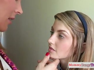 Brit stepmommy orally pleasured just about ffm