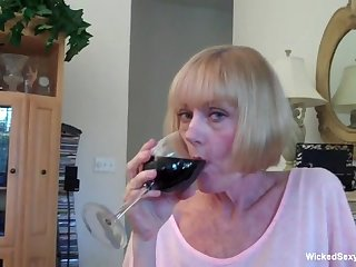 Awesome homemade sex tape from the awe-inspiring granny Wicked Sexy Melanie.