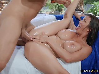Patch up up missionary fucking with MILF Alexis Fawx ends with a facial