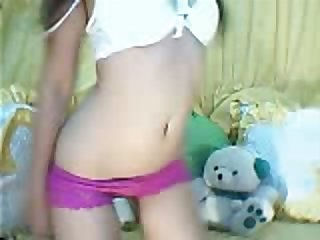 This skinny chick is no stranger regarding camming and I love her sweet slim body
