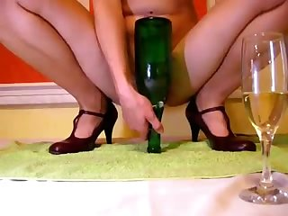 This raving minx can make a bottle go bankrupt hither will not hear of love tunnel on cam