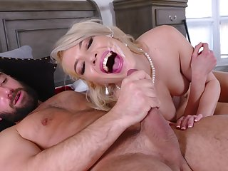 Pink-lipped beauty Tiffany Fox gets her sexual fix in a special showing