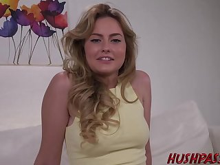 Lay bare blonde is issuing her legs wide open and getting her pussy licked and fucked