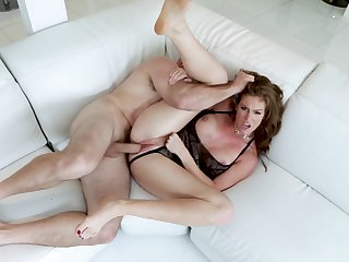 Rub-down the way mommy handles the dick is quite addictive