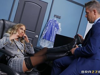 Office MILF gets intimate with a horny topic partner