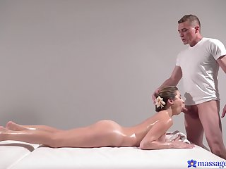 Doggy perfection after the masseur by fits to play with her oiled cunt