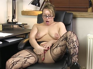 Provocative Grub Streeter Ashley Rider opens her legs to play in the office